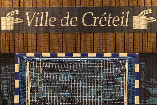 L'un des buts de l'US Créteil handball, au palais des sports Robert-Oubron. Crédit photo : Elie SAÏKALI
