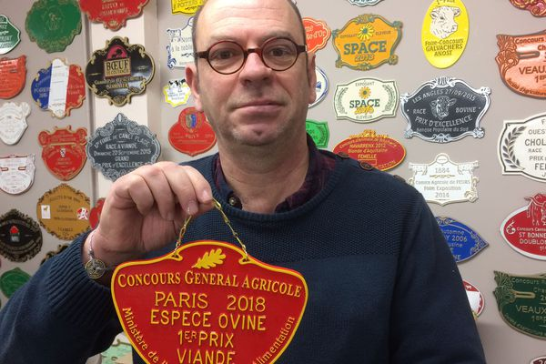 Gérard Doutre le patron de La Fonderie Doutre au Lion d'Angers qui fournira les plaques des concours du prochain Salon International de l'Agriculture