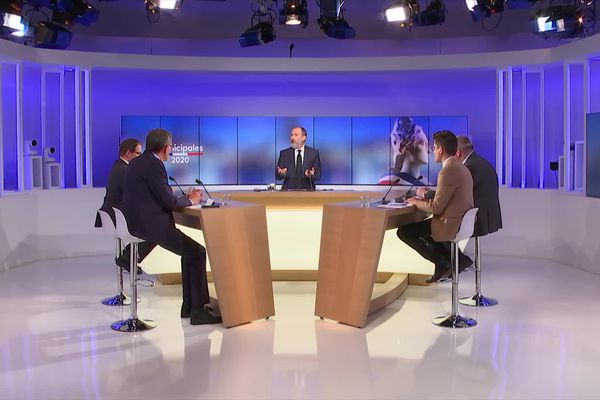 Les quatre candidats en lice pour le 2e tour des municipales à Maubeuge sur le plateau de France 3 Nord Pas-de-Calais