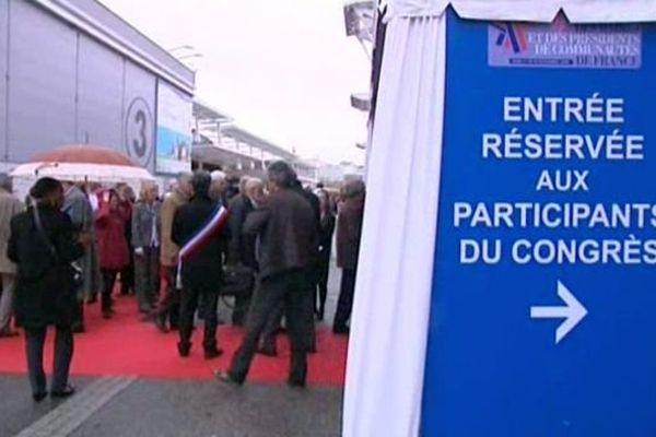 Le 96e congrès de l'Association des maires de France (AMF) se tient à Paris du lundi 18 au jeudi 21 novembre 2013 (images d'archives)