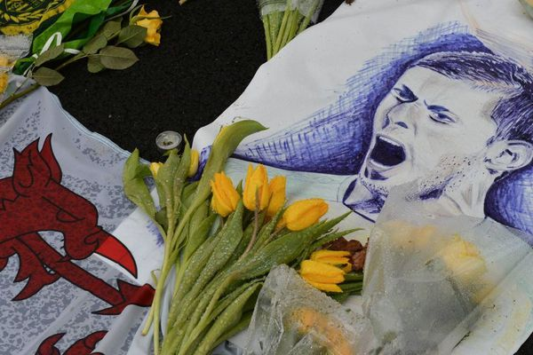 Une minute d'applaudissement sera observée sur tous les terrains de Ligue 1 et Ligue 2 en hommage au footballeur Emiliano Sala qui est mort dans un accident d'avion.
