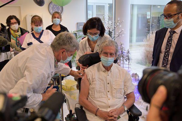 La campagne de vaccination lancée fin décembre à grands renforts de médias débutera lundi 4 janvier dans l'après-midi mais seulement dans 2 des 13 départements d'Occitanie.