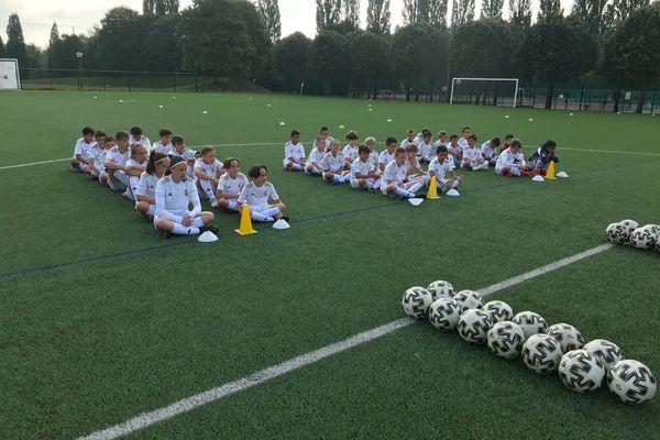 38 jeunes footballeurs d'Heillecourt sont coachés toute la semaine par des entraîneurs du Real Madrid.