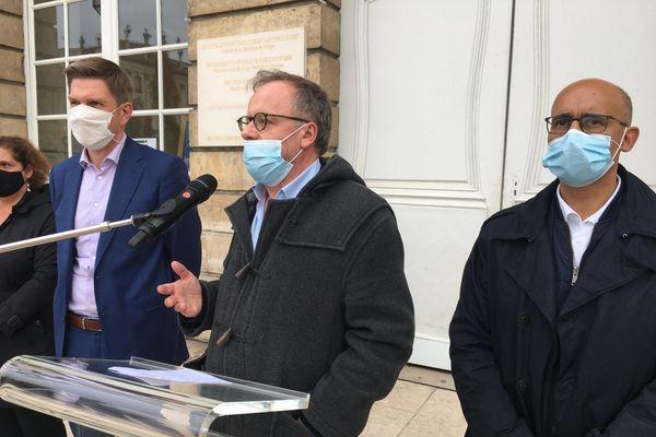 La bâche inaugurée en présence de Mathieu Klein (maire de Nancy), Christophe Deloire (Directeur général de Reporters sans frontières) et Harlem Désir