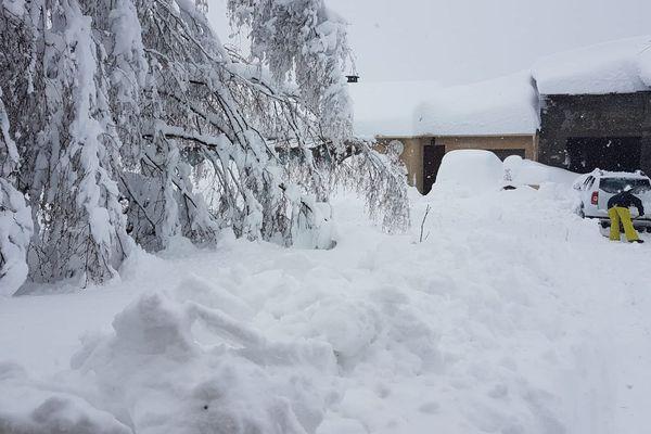 A Saint-Pierre-dels-Forçats dans les Pyrénées-Orientales, il est tombé 1,5 m de neige. Il n'y a plus d'électricité depuis ce matin. (22/01/2020)
