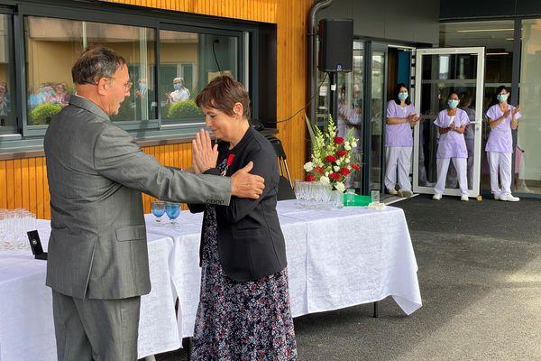 Agnès Treillard, soignante à l'EHPAD de Nantiat, reçoit la légion d'honneur pour sa bravoure pendant la crise de la Covid