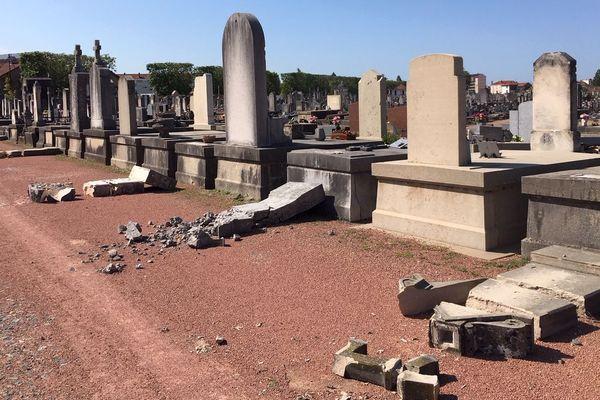 A Roanne, la mairie est à la recherche des propriétaires des 220 stèles endommagées par une mini-tempête