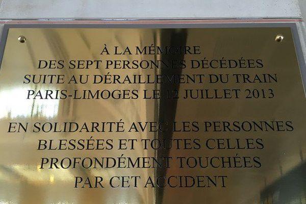 Une plaque en mémoire des victimes de la catastrophe de Brétigny dévoilée en gare de Limoges