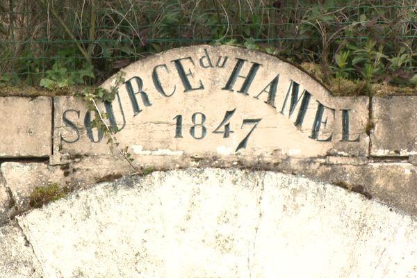 L'eau dela source du Hamel, à Sail-les-Bains (Loire), qui alimente l'usine d'embouteillage.