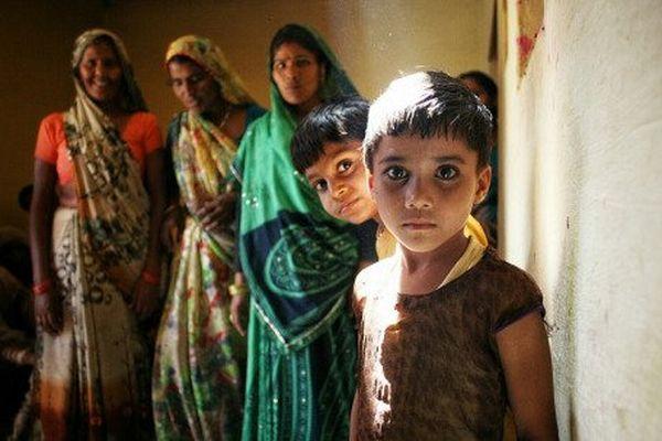 Femmes et enfants à Agra, Inde.