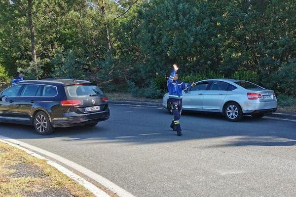 Les gendarmes contrôlaient les automobilistes ce dimanche 31 mai matin à Lacanau, en Gironde.