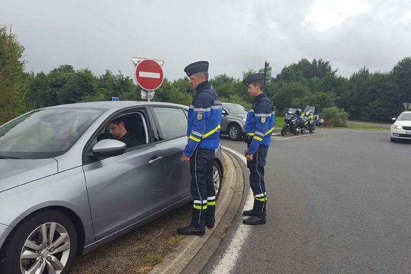 Contrôle de la gendarmerie un week-end de départs en vacances
