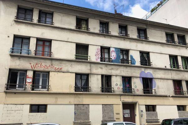 L'immeuble occupé se trouve tout près de l'Hôtel de Ville de Villeurbanne