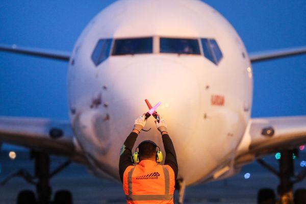 Déconfinement : à quoi faut-il vous attendre en débarquant de l'avion ou quand vous arrivez en France de l'étranger ? Les règles de voyage se sont-elles assouplies ? #OnVousRépond