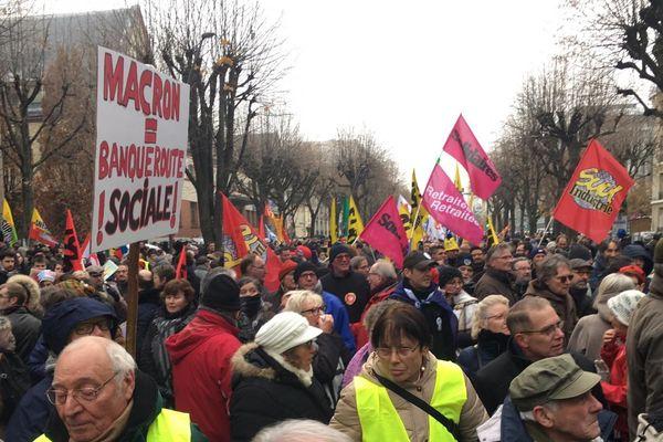 Les manifestants étaient entre 4.000 et 5.000 à Reims ce jeudi 5 décembre.
