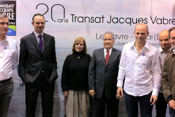 Le maire d'Itajai au Brésil (au centre) est venu au salon nautique de Paris. Présent ici avec le maire du Havre, Edouard Philippe.