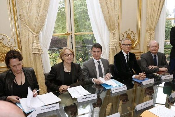 Rencontre entre Manuel Valls, premier ministre, et l'assemblée des départements de France, mardi 22 avril 2014
