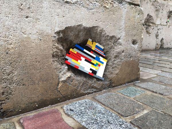 Rue Saint-Lô à Rouen : œuvre  de Jan Vormann sur l'un des murs du palais de Justice le 5 octobre 2020