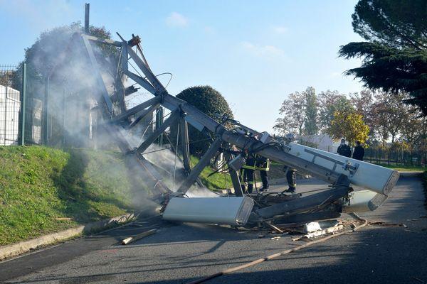 Dernière en date, une antenne-relais de téléphonie mobile 5G avait brûlé à Toulouse, quartier Rangueil, le 2 novembre 2020.