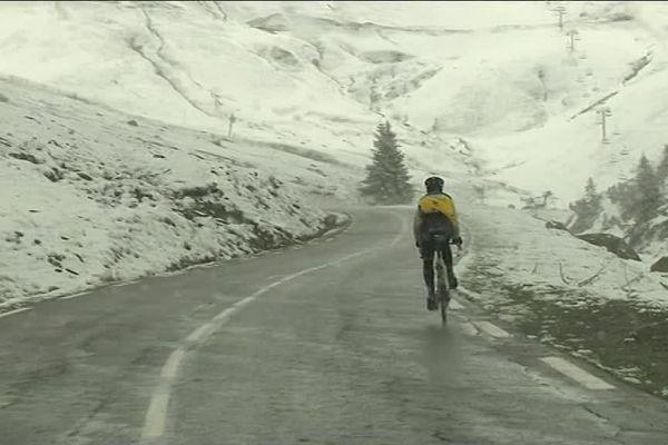 Un cycliste ce dimanche 13 mai dans les Hautes-Pyrénées