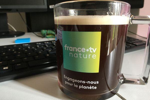 Rien de mieux qu'une tasse de café pour se sentir comme au boulot.