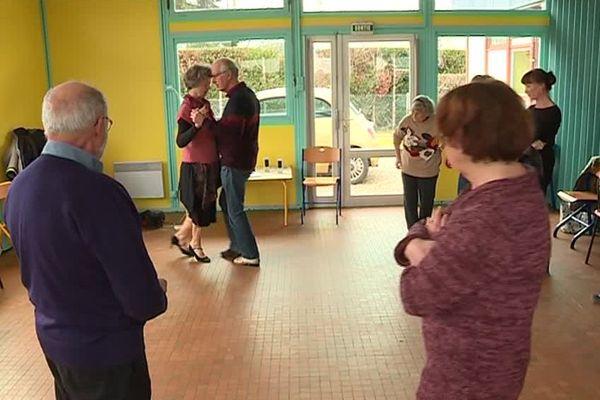 Un cours de Tango pour des malades atteints de Parkinson, à Savennières (Maine-et-Loire), janvier 2019