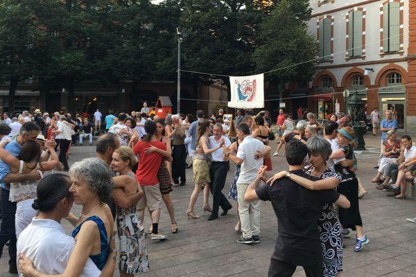 Danseurs de tango, place Saint Georges à Toulouse, samedi 30 juin 2018