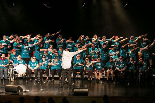 La chorale de Huguette the Power !