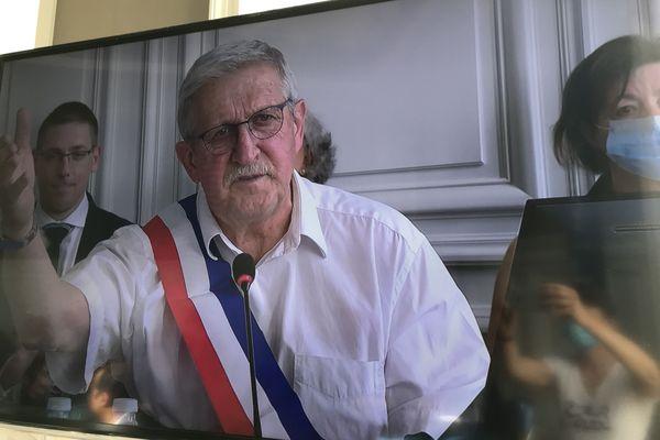 Émile Roger Lombertie officiellement maire de Limoges pour un second mandat.