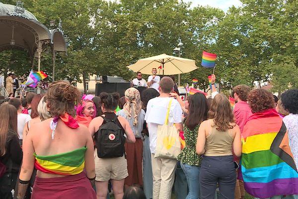 Le rassemblement de la marche des fiertés, place Wilson à Dijon, samedi 25 septembre