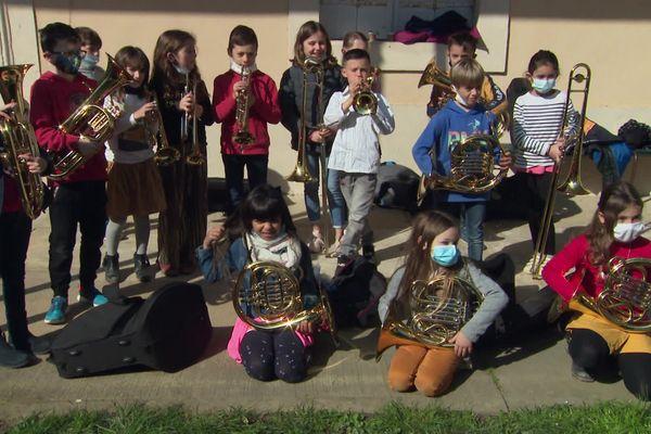 Les petits musiciens vont apprendre le répertoire classique pendant 3 ans