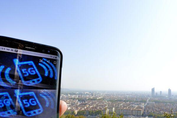 Dans le Rhône, même si le réseau ne sera couvert à 100% qu'en 2030, plus de 760 antennes 5G sont déjà en activité. Et en Auvergne-Rhône-Alpes, oncompte plus de 2 300 antennes à ce stade.