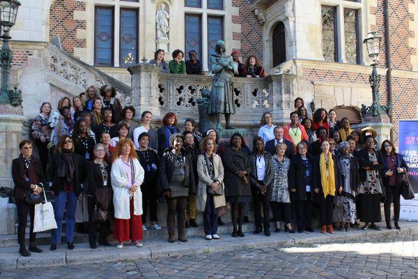 70 écrivraines étaient réunies pour la première session du Parlement des écrivaines francophones.