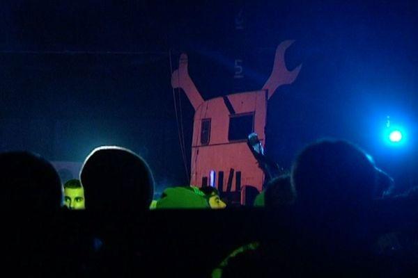 1500 teuffers se sont donnés rendez-vous dans un hangar désaffecté de l'île de Nantes dans la nuit de samedi à dimanche