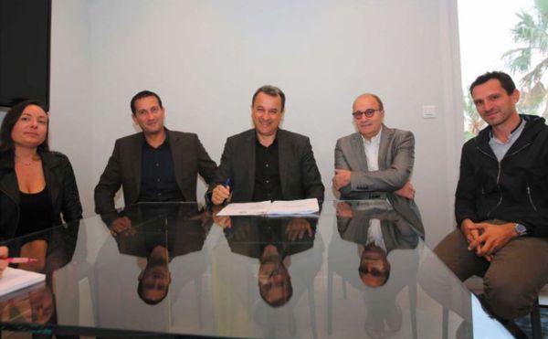 Michel Rossi, bras croisés, entre François Tatti, alors président de la CAB, et Julien Morganti. A gauche, Louis Pozzo di Borgo et Françoise Vesperini. (2014)