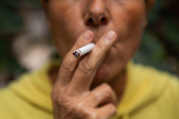 Y a-t-il un risque de devenir accro pour calmer le stress et l'attente? Tabac, alcool, jeux vidéo, drogue...