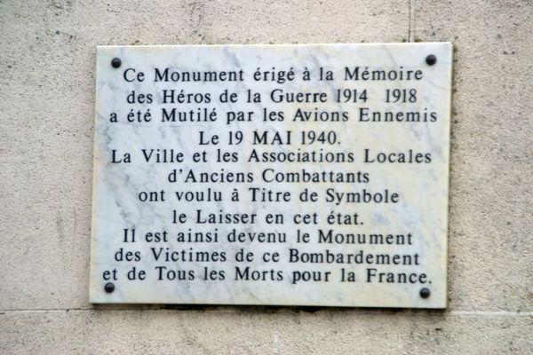 Plaque commémorative des bombardements du 19 mai 1940 à Arras.