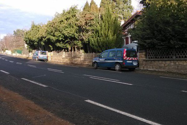 La route de Limoges, à Orcines (Puy-de-Dôme), où deux jeunes de 18 et 21 ans ont été la cible de tirs par balles le 21 janvier 2016.