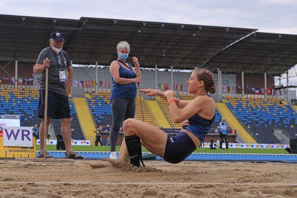 Manon Genest médaille d'argent du saut en longueur T37.