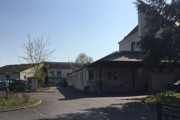 A l'EHPAD de Coinces à Salbris,  le directeur et quatre agents avaient été testés positifs au Covid-19, en plus d'un résident.