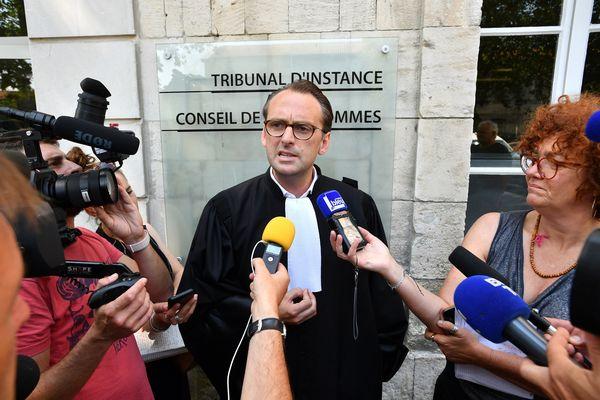 """Julien Papineau, avocat de Corinne Fesseau et de Maurice le coq considère cette loi """"inutile""""."""