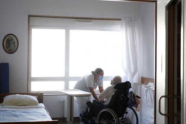 La solitude des personnes âgées peut entraîner le syndrome de glissement.