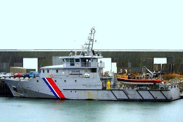 Le patrouilleur DF P1 Jacques Oudart Froumentin des douanes a récupéré les 27 migrants avant de les ramener à Saint-Malo