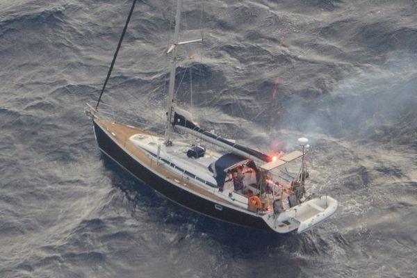 Le voilier a été repéré en début de matinée par l'avion de la Marine française.