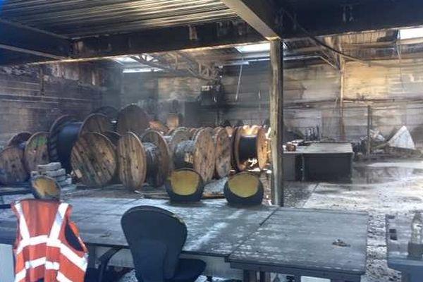 Les locaux de l'entreprise PCE services dévastés par un incendie ce dimanche 25 août