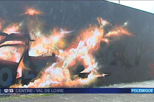 Le maire UDI de Vendôme Pascal Brindeau a porté plainte pour dégradation de biens publics contre le graff de Monsieur Plume. 26 mai 2016 - Loir-et-Cher