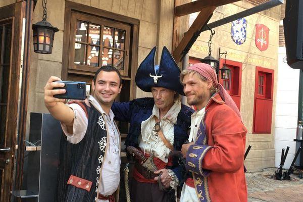 Des autoportraits (selfies) avec des pirates du XVIIe siècle, c'est possible à Europa Park.