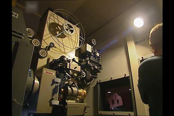 Voici le projecteur Kinoton qui a été utilisé pendant des années pendant le Festival de Cannes.