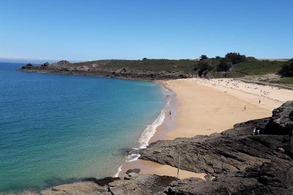 Sable fin et doré, mer émeraude : la plage de la Touesse a tout pour séduire. L'écrivain Colette y fit son quartier d'été au début du XXème siècle.