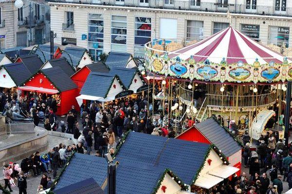 En 2015 les commerces du centre de Nantes et ceux des centres des communes périphériques ouvrent les deux dimanches précédant Noël, à l'exception des centres commerciaux